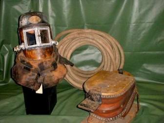 Дымовой шлем компании Siebe Gorman