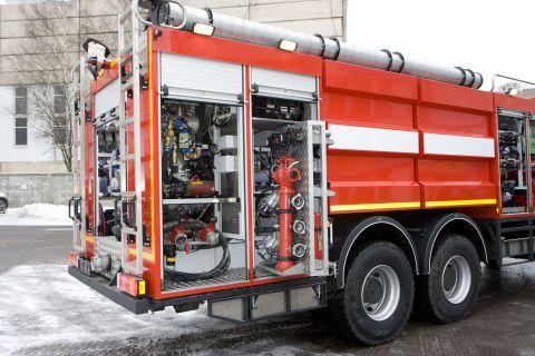 Отсеки для оборудования. Панель управления насосом. Автомобиль комбинированного тушения IVECO-AMT 693912 (6х6)