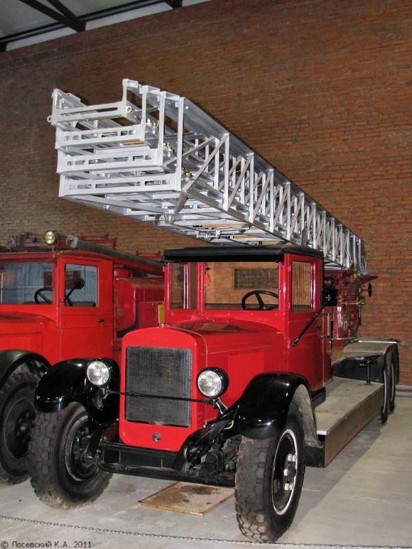 Выдвижная пожарная автолестница Metz на шасси ЗиС-6, музей в Балашихе