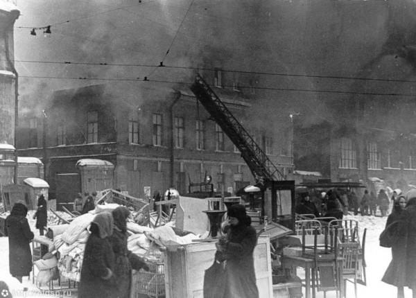 Пожар жилого дома на пл. Нахимсона. 1942 год