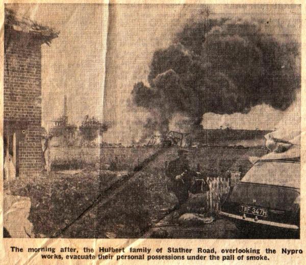 Эвакуация жителей окрестных селений после взрыва на заводе