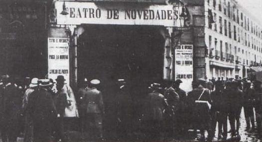 """Вход в театр """"Новедадес"""" перед пожаром, Мадрид, Испания, 1928 год"""