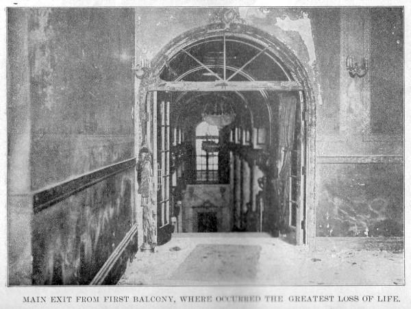 """Основной выход с балкона первого яруса театре """"Ирокез"""", где погибло большое количество людей"""