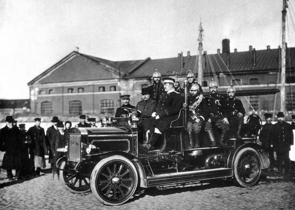 Пожарный выезд. 1911 год. Фотография К. Булла