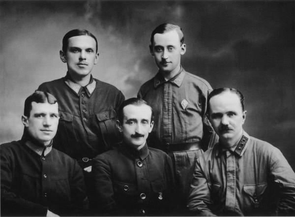 Группа руководителей Ленинградского пожарного отдела (первый справа сидит А.К. Булла). 8 августа 1925 года