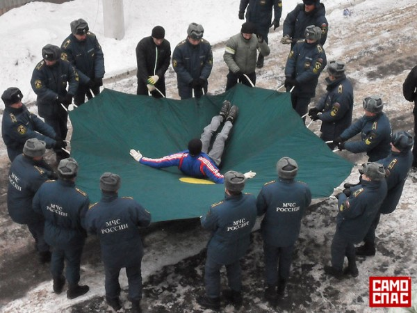 Натяжное спасательное полотно. Фото с сайта samospas.ru