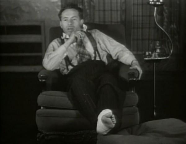 Йозеф Шпа с поврежденной ногой