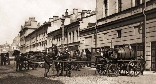 Закладка пожарного обоза. Санкт-Петербург. Начало ХХ в. Фотография К. Булла