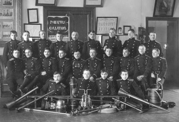 Учащиеся курсов пожарных техников