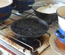 Пища на плите сгорела