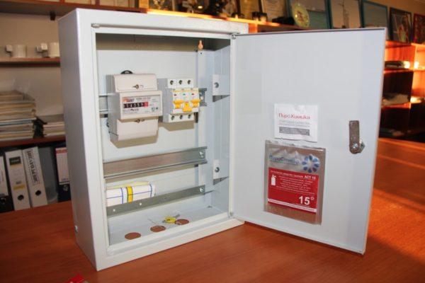 Пиростикер защищающий бытовой электрощит